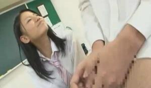 教室で美少女jkの手コキ
