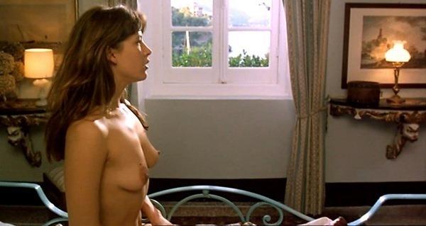 video-golih-frantsuzskih-znamenitostey-porno-ona-na-zhivote-on-sverhu