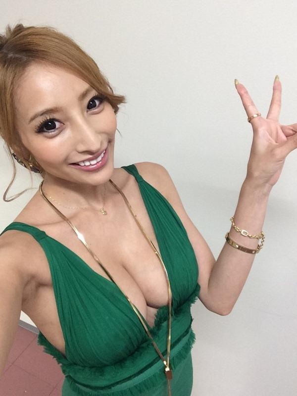 狩野の元彼女タレントの加藤紗里の100㎝巨乳エロ画像1