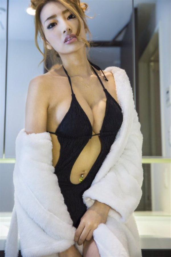 狩野の元彼女タレントの加藤紗里の100㎝巨乳エロ画像4