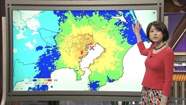 秋元優里アナの着衣巨乳・美脚エロ画像11