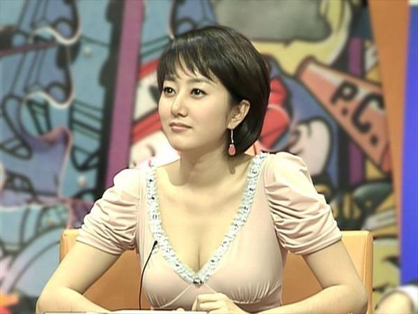 巨乳女子アナウンサーの着衣巨乳画像12