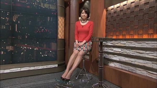 秋元優里アナの着衣巨乳・美脚エロ画像14