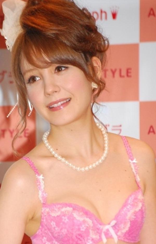 トリンドル玲奈の美乳おっぱいエロ画像15