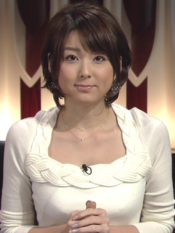 秋元優里アナの着衣巨乳・美脚エロ画像18