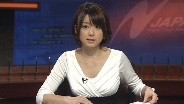 秋元優里アナの着衣巨乳・美脚エロ画像3