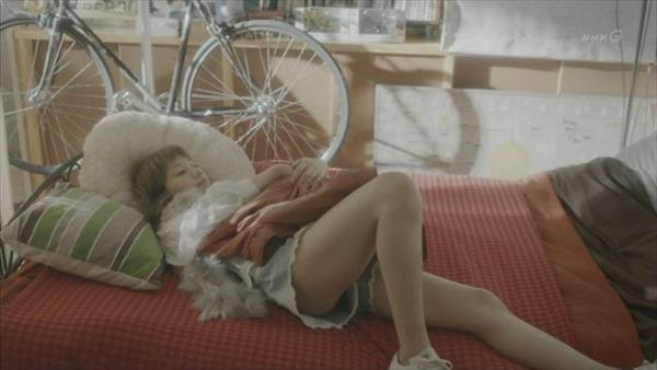 芸能人がテレビでやらかしたホットパンツやスカートのパンチラ画像6