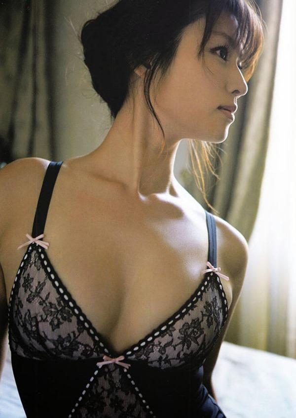 深田恭子の体がエロすぎる写真集画像7