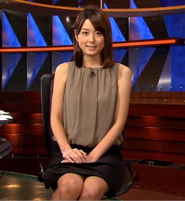秋元優里アナの着衣巨乳・美脚エロ画像7