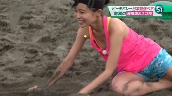 小島瑠璃子の水着姿の胸チラ谷間やTV出演時の谷間テレビキャプ画像19