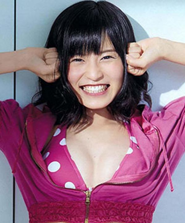 小島瑠璃子の水着姿の胸チラ谷間やTV出演時の谷間テレビキャプ画像20