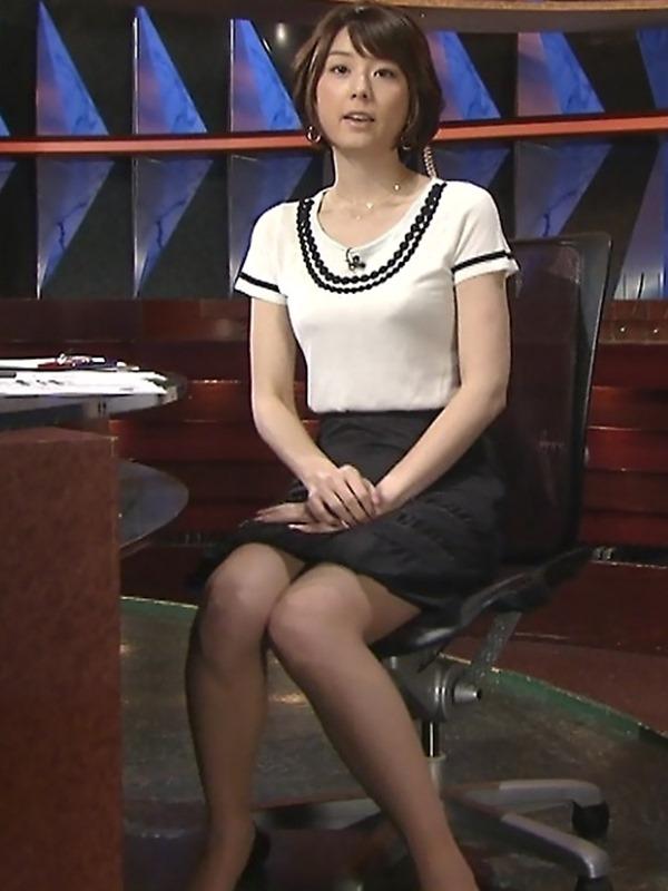 秋元優里アナの着衣巨乳・美脚エロ画像