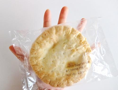 コストコ  NZ ビーフミンチ&チーズパイ 998円也(240円引き)