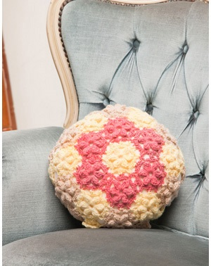 1057あみもねっと気になるウール合太お花の円形クッションカバー