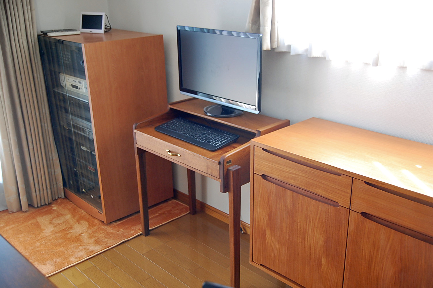 pc-desk shibuya-1
