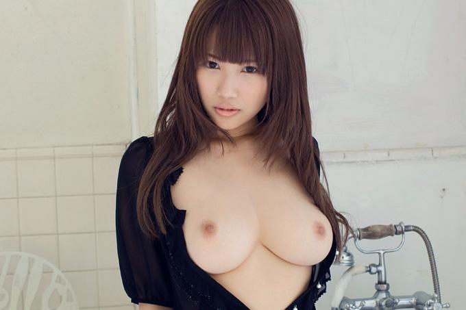 美麗グラビア × 黒川きらら バスルームヌード