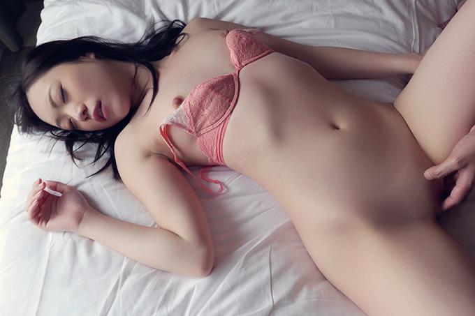 瀬奈まお 可愛いパイパン娘が静かに絶頂する…セックス画像