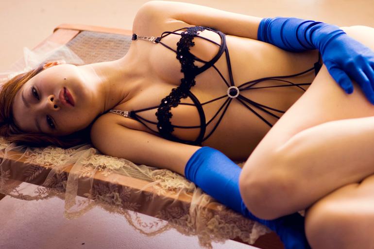 美麗グラビア × 池田夏希 まるで裸…妖艶下着姿