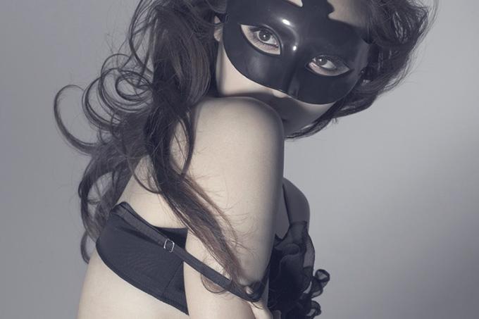 美麗グラビア × 辰巳奈都子 仮面