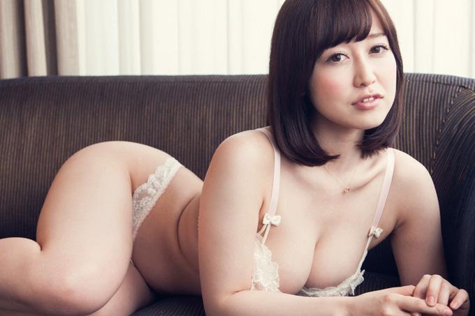 篠田ゆう 美尻美乳お姉さんが淑やかに感じる…官能セックス