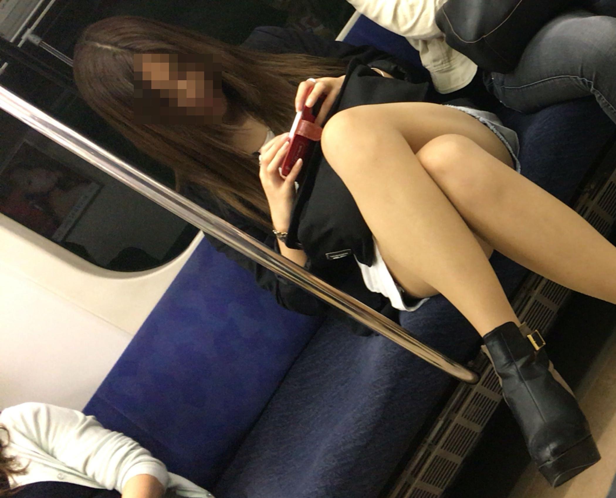 電車でチラッ8
