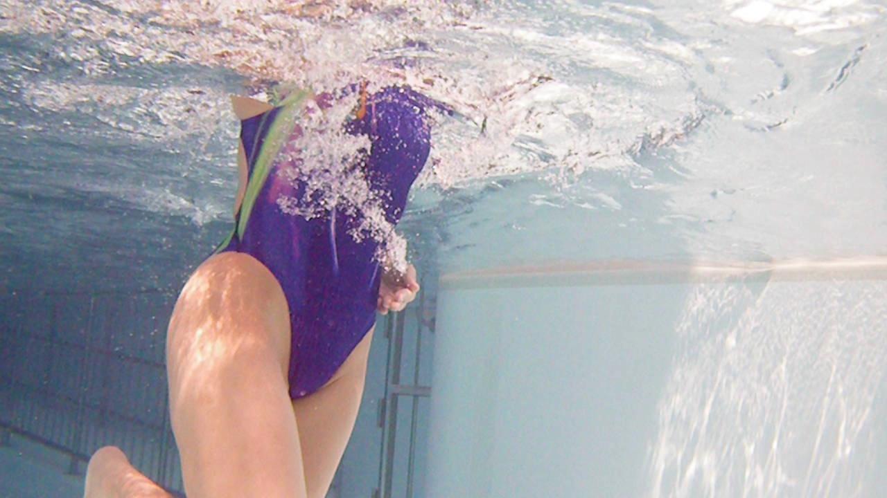 プールに水中カメラ2