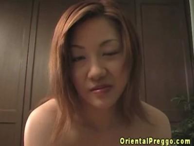 オチンチンを見ると膣が疼いて挿れたくなっちゃう妊婦さん
