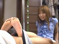 両足でホールドしながらバキュームフェラ! 瀬名あゆむ【痴女 M男】