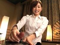 【絵色千佳】いやらしい動きの指先でオイル手コキマッサージする回春エステ嬢