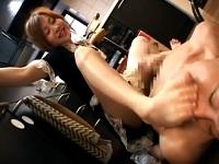 足で踏み潰したバナナの肉片食わされ足指貪り付いてイク