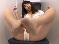 足フェチM男用!ランジェリー痴女さんの美脚白パンストでスリスリ足コキ!