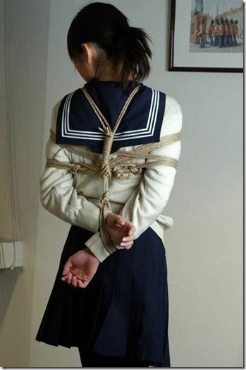 昭和浪漫風;母に内緒で調教された制服娘のSMエロ動画像12