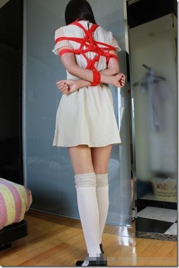 昭和浪漫風;母に内緒で調教された制服娘のSMエロ動画像22
