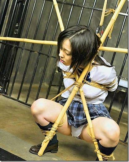 昭和浪漫風;母に内緒で調教された制服娘のSMエロ動画像32