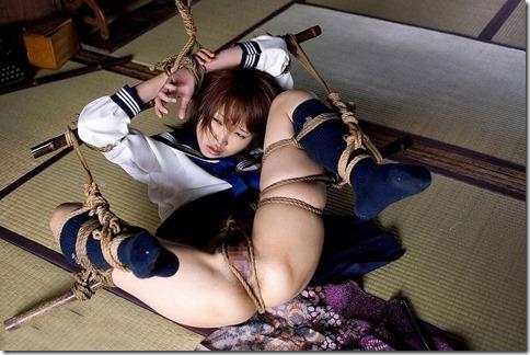 昭和浪漫風;母に内緒で調教された制服娘のSMエロ動画像34