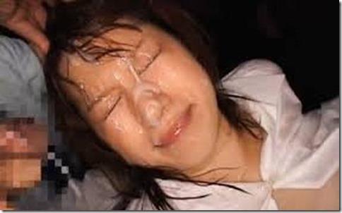 【顔射ぶっかけエロ動画像】精液で寝化粧する妻達12