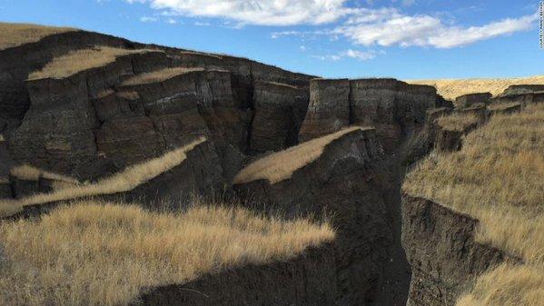 【前触れ】アメリカ・ワイオミング州に「謎の巨大亀裂」が出現…大地震の前兆かと噂も