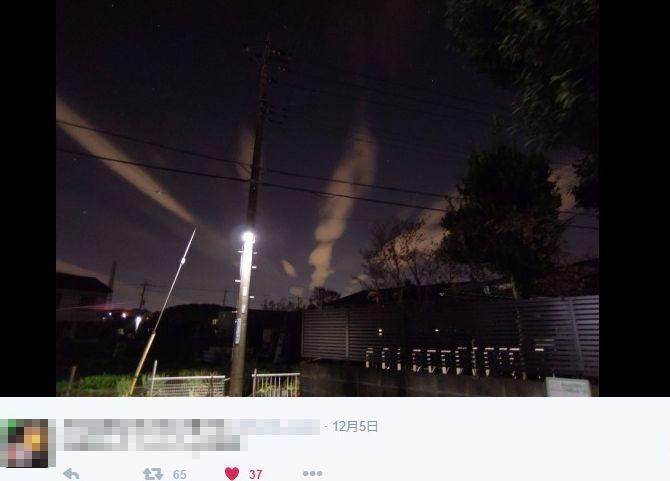 関東周辺で「地震雲」の目撃報告多数あり…深夜でもハッキリと見える放射状の雲