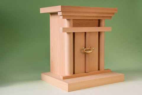 神道祭壇 御霊舎(みたまや)・・・御幣など御霊を入れる祭壇