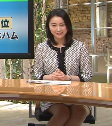 小川彩佳 最近、ミニスカ太ももでの視聴率稼ぎが多いような気がするキャプ画像(エロ・アイコラ画像)