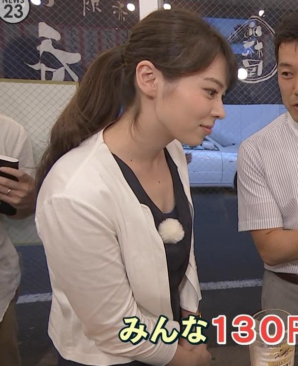 皆川玲奈 胸元が緩い服キャプ画像(エロ・アイコラ画像)