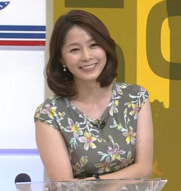 杉浦友紀 乳を両腕ではさむキャプ画像(エロ・アイコラ画像)