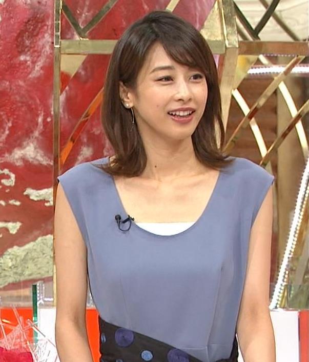 加藤綾子 胸元開き気味のノースリーブキャプ画像(エロ・アイコラ画像)