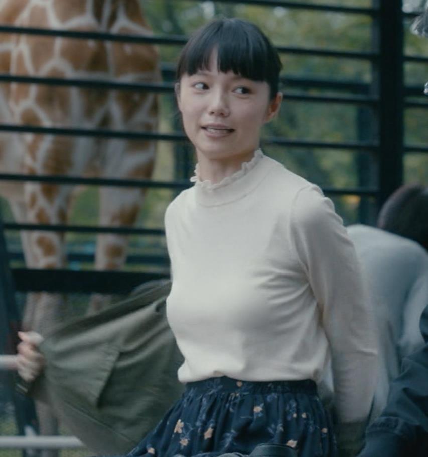 宮崎あおい CMのおっぱいの形がよくてエロいキャプ画像(エロ・アイコラ画像)