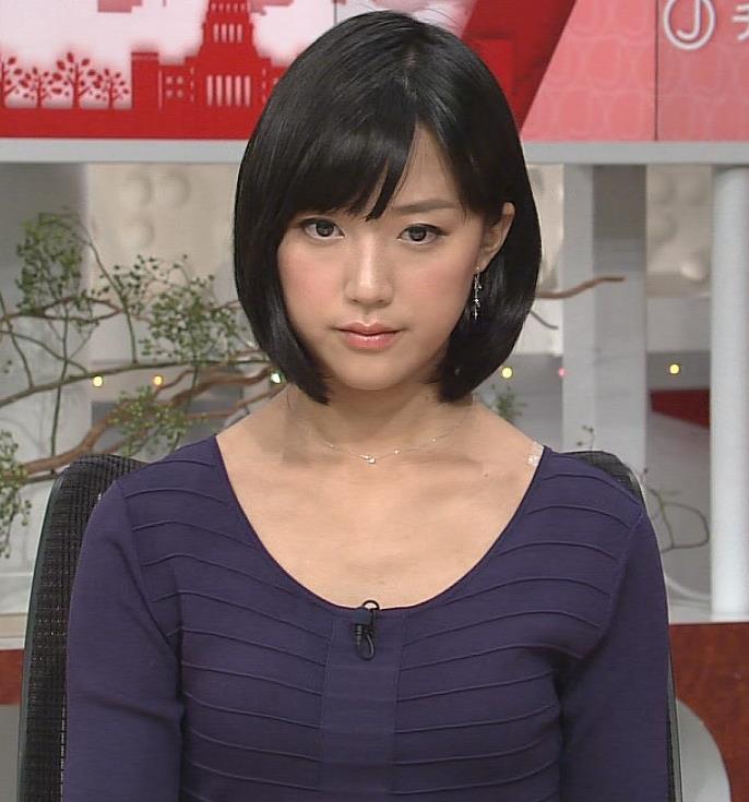 竹内由恵 胸元がけっこう開いてる服キャプ画像(エロ・アイコラ画像)