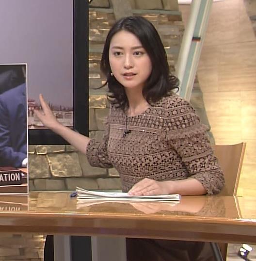 小川彩佳 巨乳化しているように見えるキャプ画像(エロ・アイコラ画像)