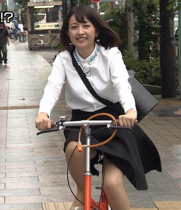 相内優香 ミニスカートで自転車に乗って太ももチラ!!!キャプ画像(エロ・アイコラ画像)