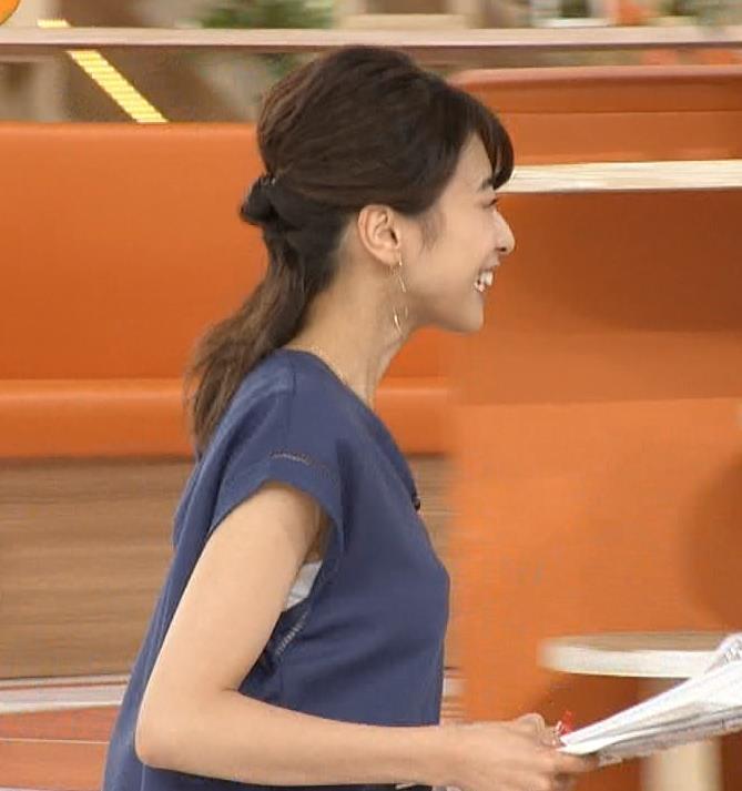 加藤綾子 袖口から白いインナーチラりキャプ画像(エロ・アイコラ画像)