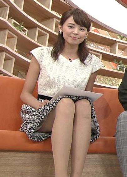 宮澤智 太ももが見え過ぎのエロいカメラの角度キャプ画像(エロ・アイコラ画像)