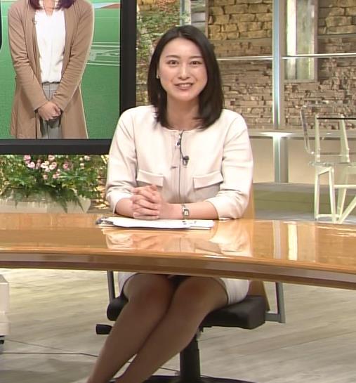 小川彩佳 脚キャプ画像(エロ・アイコラ画像)